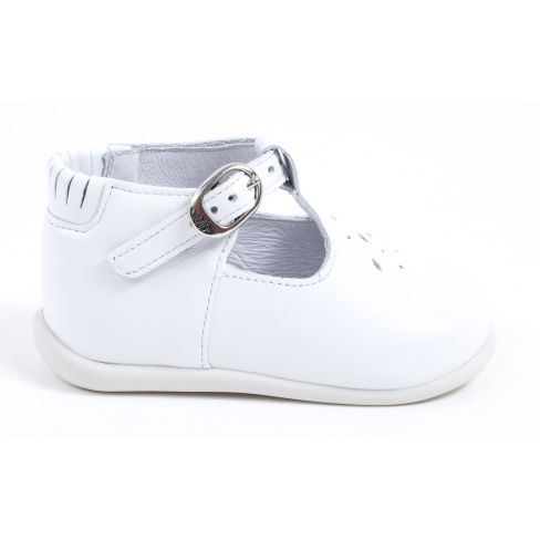 8ab2d8e93a8f2 Chaussure enfant pas cher - Ballerines fille cuir blanche Babybotte