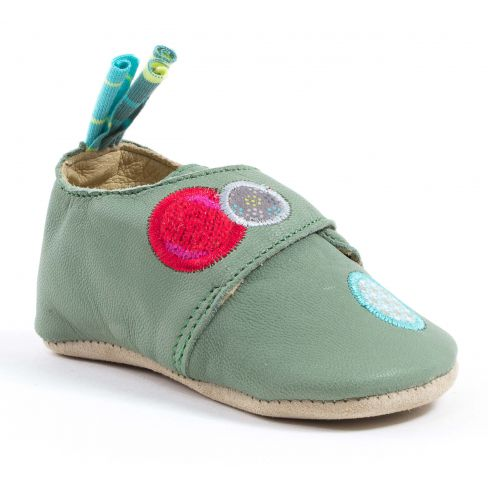 69a99cdc6f7fc Chaussons bébé fille cuir vert Babybotte Moulin Roty chien